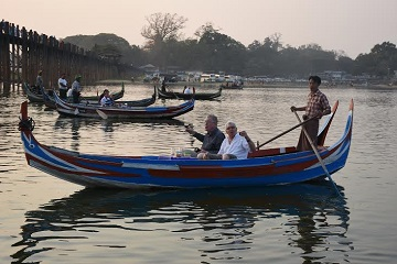 cocktail-boat-under-ubein-bridge
